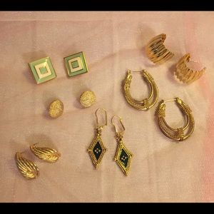 Jewelry - 6 pairs of Vintage earrings